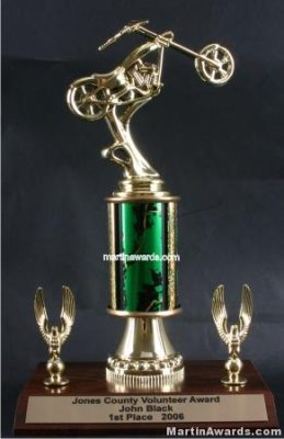 Green Single Column Chopper Motorcycle With 2 Eagles Trophy